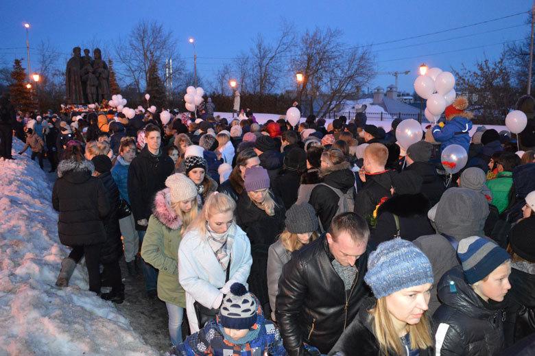 Тысячи сергиевопосадцев выразили скорбь по жертвам кемеровского пожара